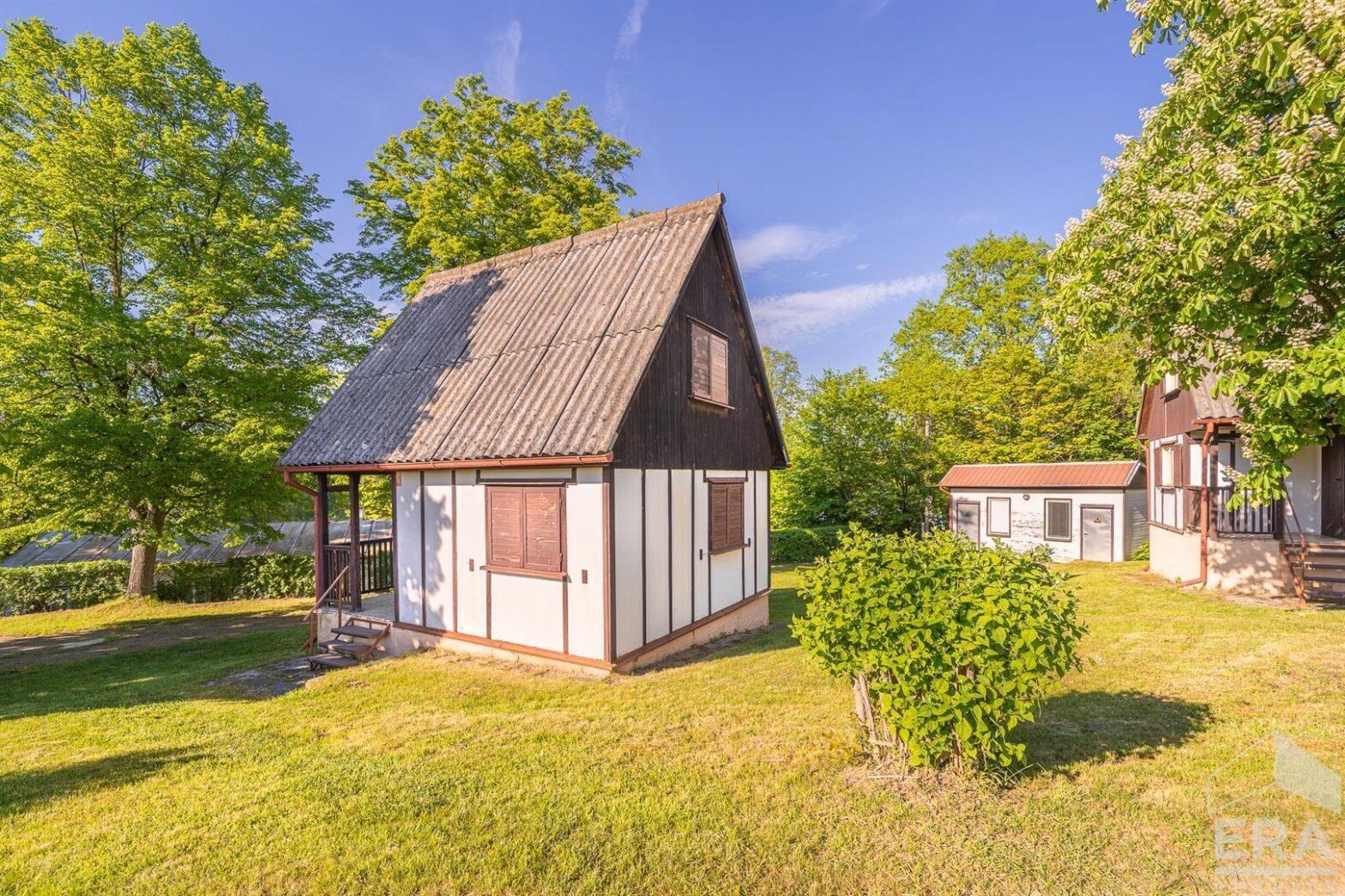Prodej chaty u Hracholuské přehrady