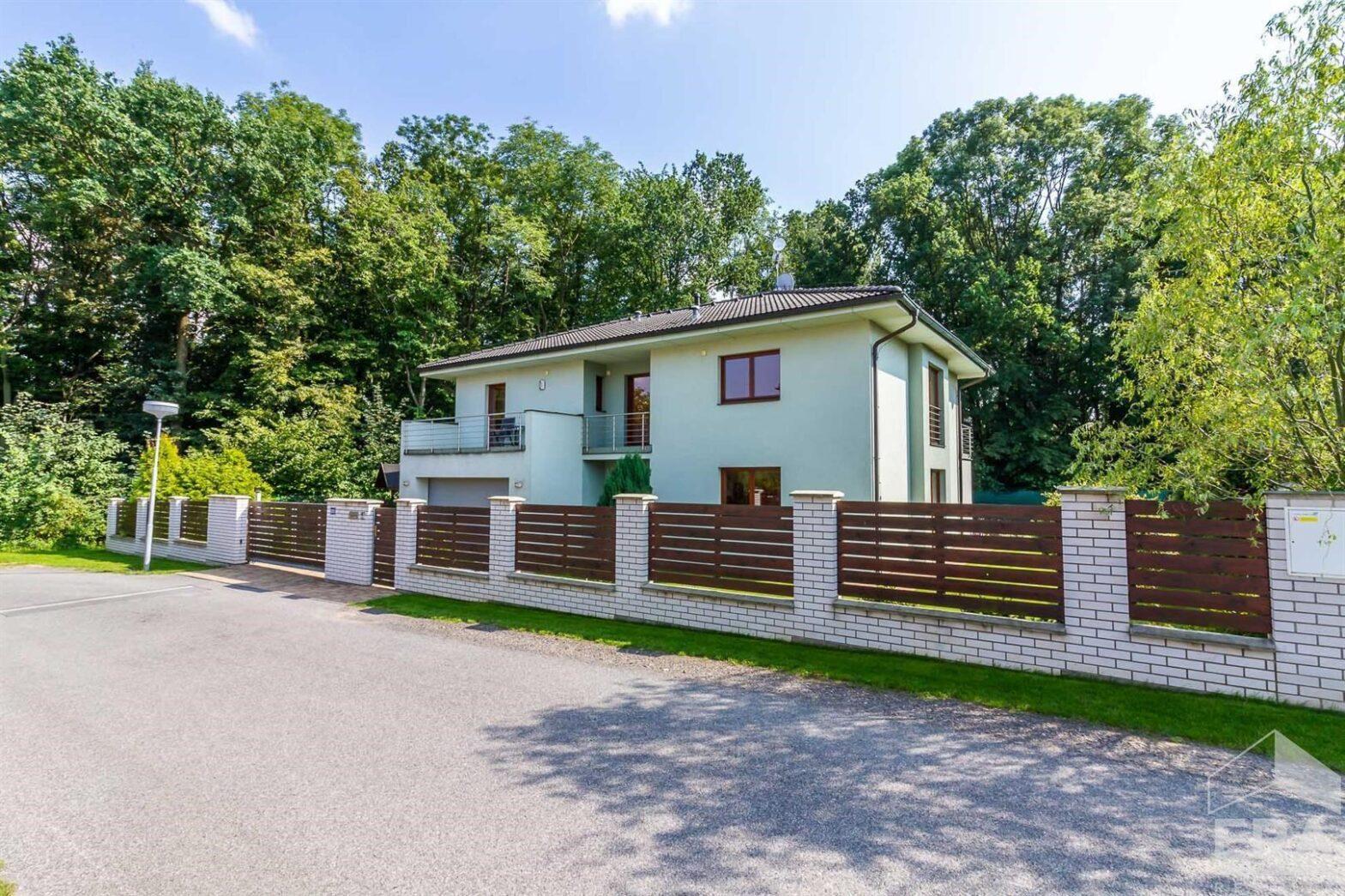 Prodej rodinného domu 236m2, pozemek 725m2 ulice Polní, Průhonice – část obce Průhonice