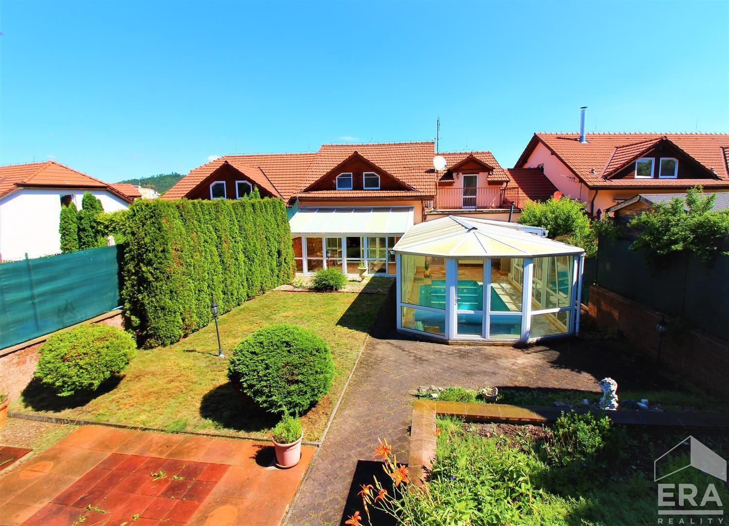 Prodej RD 4+KK (223m2, pozemek 487m2) s vnitřním bazénem, zimní zahradou, garáží, Kuřim