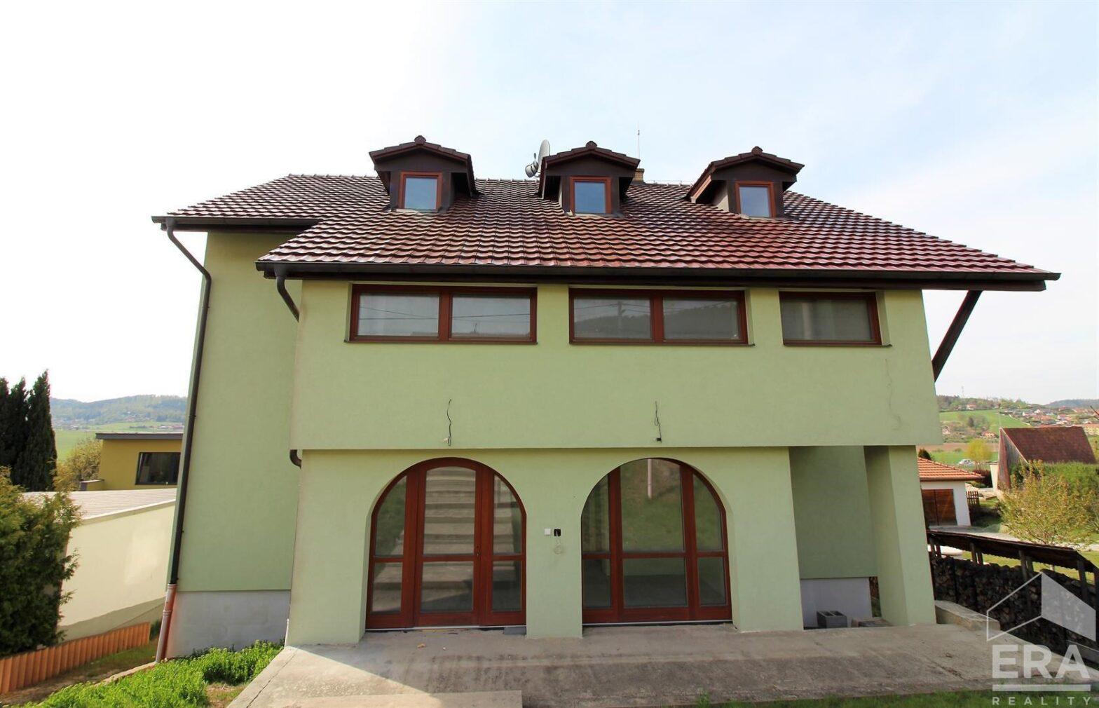 Prodej novostavby domu (507m2) s pozemkem (2.178m2) v obci Čebín