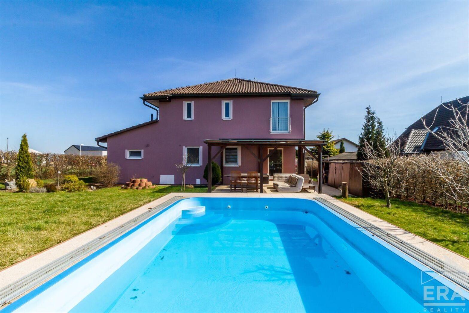 Prodej domu 7+1 (196m2) s pozemkem 733m2 ve Vysokém Újezdu