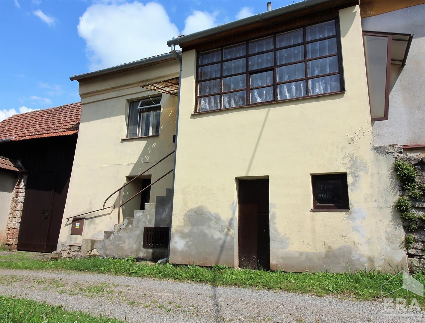 Prodej domu se stodolou v obci Hluboké Dvory