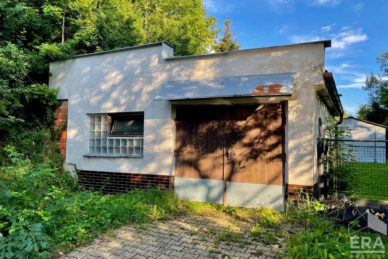 Prostorná garáž v Železném Brodě