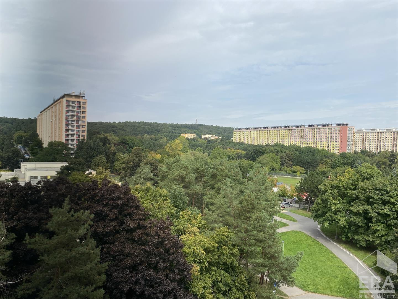 Byt k pronájmu, 2+kk, 43m2, v klidné ulici Praha 8 – Kobylisy